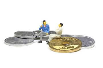 硬貨とビジネスマン