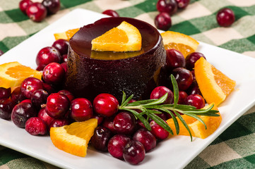 Jellied cranberry sauce with orange wedges