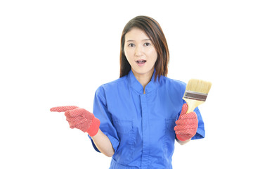 驚いた表情の女性労働者