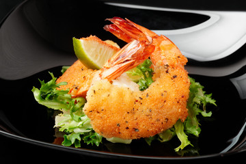 Fried prawns in black plate