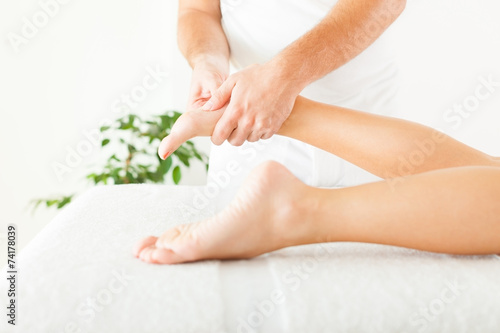 Foot massage - 74178039