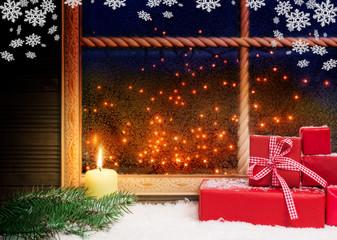 Geschenke, Kerze und Schneeflocken