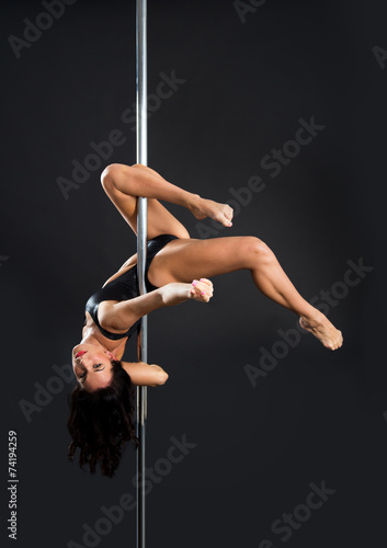 In de dag Luchtsport Young sexy pole dance woman