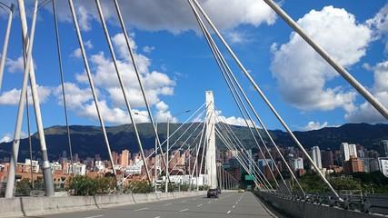 Puente de la 4 sur Medellín Colombia