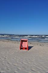 rot-weiß gestreifter Strandkorb, Ostsee, Prora, Rügen