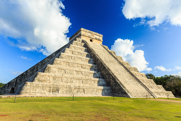 Pyramid of Kukulkan Chichen Itza, Mexico