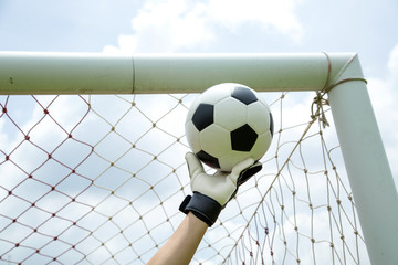 Goalkeeper used hands for catches the ball