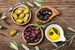 canvas print picture - olio e olive assortite
