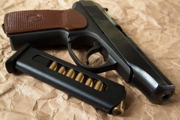Пистолет, оружие.