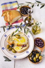 pane con olio e olive