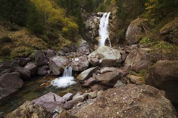 rocce e cascata