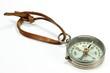 alter Kompass isoliert auf weißem Hintergrund - 74207883