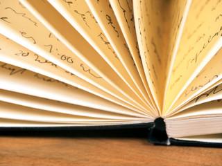 aufgeschlagenes Notizbuch