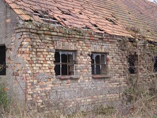 Altes Gebäude mit Fenstern