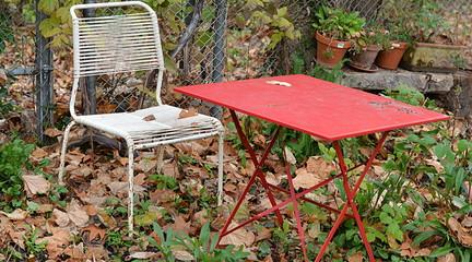 table de jardin en automne