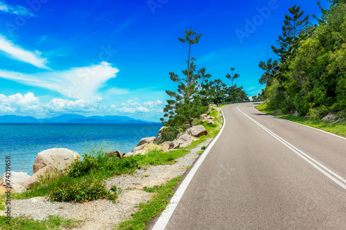Fotobehang Australië Curving road along sea in Magnetic Island, Australia