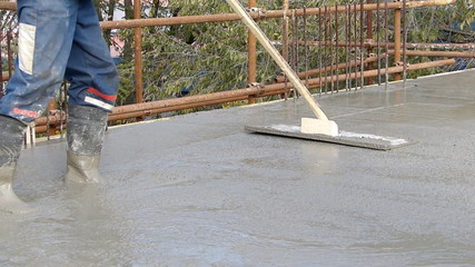 Concreting and smoothing slab on the building
