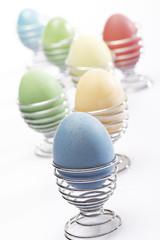 Ostereier im Eierbecher