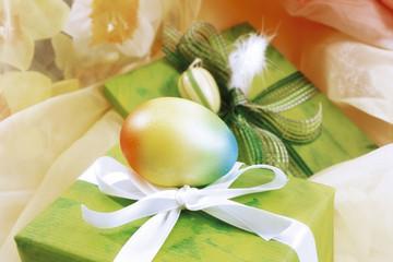 Ostergeschenk mit Dekoration