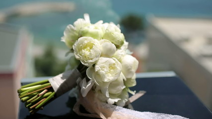 A bouquet roses on the railing of the balcony sea background