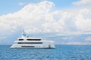 Luxus Mega Yacht