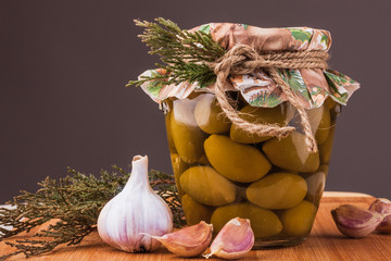 Оливки и чеснок