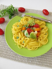 Glutenfreie Maisnudeln mit Gemüse