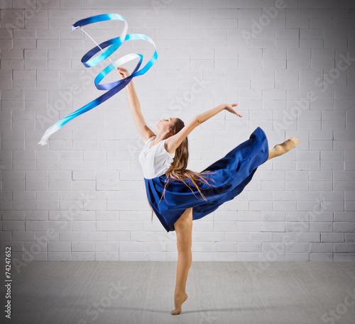 Tuinposter Gymnastiek Girl is engaged in art gymnastics on grey wall (normal ver)