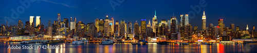 Foto Spatwand New York Manhattan skyline panorama at night, New York