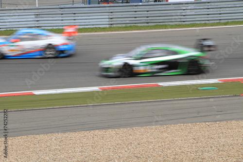 Foto op Canvas Motorsport Rennautos auf einer Strecke