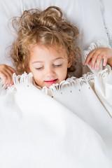bambina a dormire