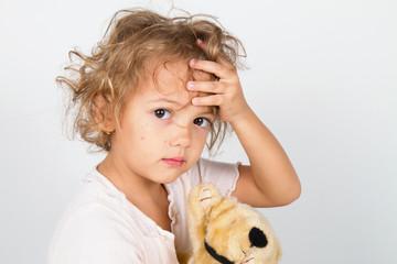 bambina con rosalia virus