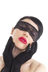 Frau mit einem Augenbinde