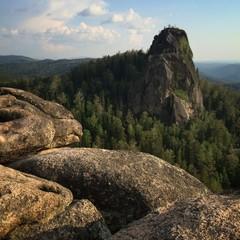 Красивый вид на скалы в горах