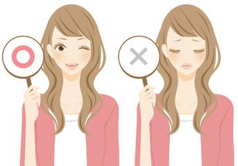正解と不正解を表示する女性 ピンク