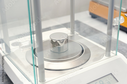 precision weighing in the laboratory - 74277293