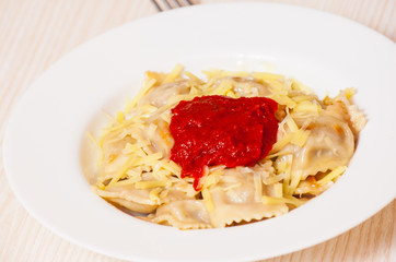 ravioli with tomato sauce and cheese
