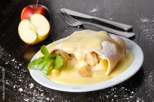 Apple strudel - 74283238
