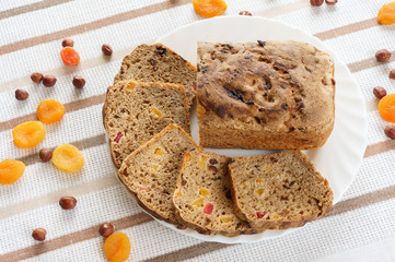 Bread with dried fruits