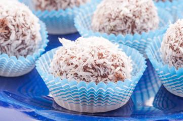 Praline di cioccolato casalinghi alla noce di cocco