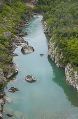 Голубая вода в горной реке