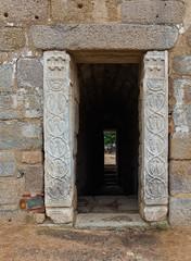 Aljibe con pilastras visigodas
