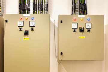 Electrical gear controling heat recovery and air conditioning