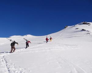 Ski hors-piste, montée au sommet