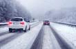 Leinwanddruck Bild - Sicher fahren im Winter bei verschneiter Fahrbahn