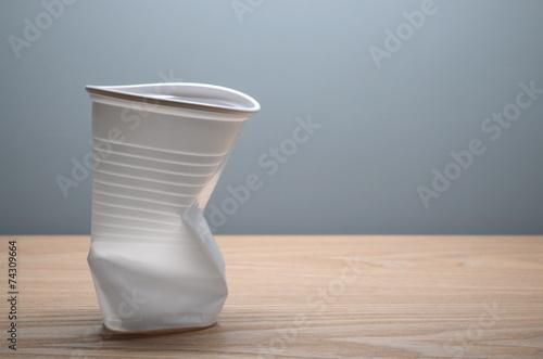 Leinwanddruck Bild Plastikbecher