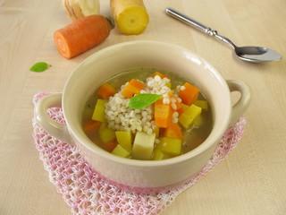 Gemüsesuppe mit Graupen