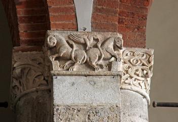 leoni e aquila; capitello basilica di Sant'Ambrogio, Milano