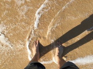my feet and sea wave