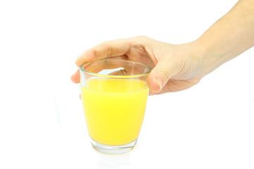 main tenant un verre de jus d'orange
